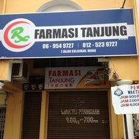 Photo taken at Farmasi Tanjung 丹绒西药房 by Bee Allure on 1/16/2013