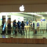 Photo taken at Apple Houston Galleria by Chris O. on 4/17/2013