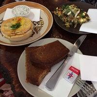 2/27/2014 tarihinde Cayee W.ziyaretçi tarafından Bucket Cafe'de çekilen fotoğraf