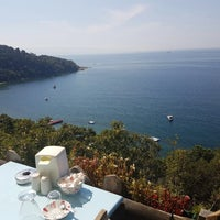 Photo taken at Büyük Ada Sahili Gün Batımı 🌅 by Rıdvan A. on 9/15/2016