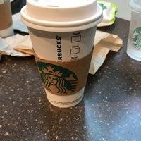 Das Foto wurde bei Starbucks von _C_IGDE_M_ am 5/30/2018 aufgenommen