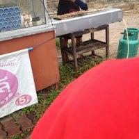 Photo taken at หมูปิ้งอัญชลี อร่อยที่สุดใน 3 โลก by Nnamyenn on 7/21/2016