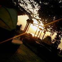 Foto tirada no(a) Luna Beach Bar por Lorenzo B. em 9/13/2015