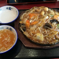 Photo taken at らーめん・餃子専門店 満里 新津店 by rei on 7/11/2015