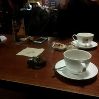 Photo taken at Hands Coffee by Sung Hoon K. on 12/26/2013