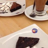 Foto diambil di Café Blenz oleh Victoria F. pada 1/5/2015