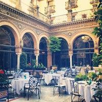 Foto tomada en Hotel Alfonso XIII por Adriana V. el 5/29/2013