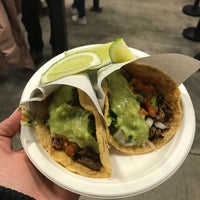 Снимок сделан в Los Tacos No. 1 пользователем Moneerah 3/31/2018