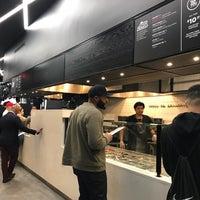 Foto tirada no(a) &pizza por Moneerah em 4/22/2018