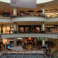 Foto tomada en La Gran Plaza Fashion Mall por Moises S. el 4/10/2013