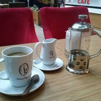 Photo taken at Latte Cafe by Simon B. on 9/12/2014