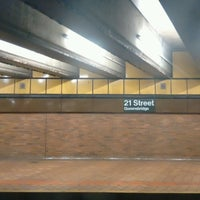Photo taken at MTA Subway - 21st St/Queensbridge (F) by Bill T. on 8/2/2016