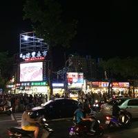 Foto tomada en Rueifeng Night Market por Vanessa C. el 6/26/2015