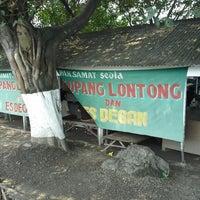 Photo taken at Lontong Kupang Pak Samad by Felix N. on 3/9/2014
