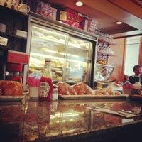 Das Foto wurde bei Astro Restaurant von OldLadyMan T. am 4/5/2013 aufgenommen