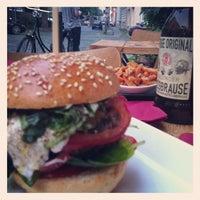 Photo taken at Richie'n Rose – Burger No.1 by Erika F. on 6/19/2013