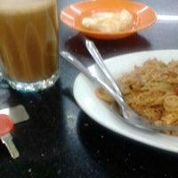 Photo taken at Restoran Razz Maju by fakhrulfbi m. on 10/1/2015