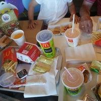 Foto tomada en McDonald's por Ricardo L. el 6/22/2013