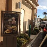 Foto tirada no(a) Starbucks por Robert K. em 11/10/2012