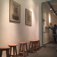 11/4/2015 tarihinde Mehmet Cemziyaretçi tarafından Kamarad Coffee Roastery'de çekilen fotoğraf