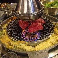 Photo prise au Baekjeong NYC par Hanna P. le1/26/2015
