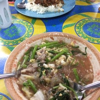 Photo taken at ตลาดรถไฟ ลำปาง by Pployy☠️ on 4/12/2018