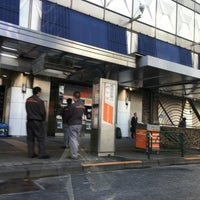 Photo prise au 新宿駅西口バスターミナル 23番のりば par Jina P. le4/21/2016