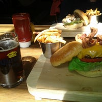 Foto tomada en Smokey's Burger House por Hector F. el 8/3/2013