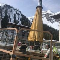 Photo taken at Yellow Tent Open Air Après Ski Bar by Eva on 3/5/2018