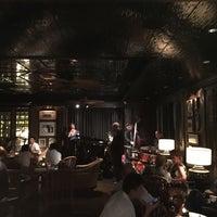 Foto tomada en The Bamboo Bar por Polly S. el 8/11/2017