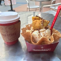 Photo taken at Cold Stone Creamery by アネモネ交通 on 2/12/2018