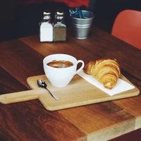 2/22/2014 tarihinde 180° Coffee Bakeryziyaretçi tarafından 180° Coffee Bakery'de çekilen fotoğraf