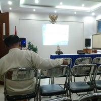 Photo taken at Kantor pelayanan pajak pratama jakarta kebon jeruk dua by Nuriz K. on 1/30/2013