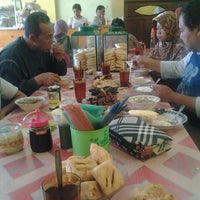 Foto diambil di Soto Sedap Boyolali oleh Nuriz K. pada 8/15/2013