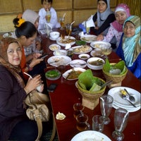 Photo taken at Cibiuk - Rumah Makan Khas Sunda by Andi I. on 12/7/2012