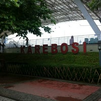 Photo taken at Lapangan Karebosi by hendrat a. on 5/24/2013