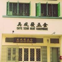 Das Foto wurde bei Chye Seng Huat Hardware Coffee Bar von Phyllis P. am 5/28/2013 aufgenommen