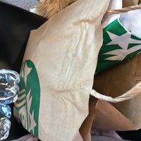 Foto tirada no(a) Starbucks por Santi C. em 9/17/2017