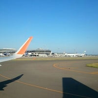 Photo taken at Gate 4 by Daisuke Y. on 6/2/2016