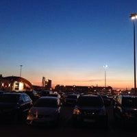 Снимок сделан в Парковка у ТРК «Парк Хаус» пользователем Александра О. 4/10/2014