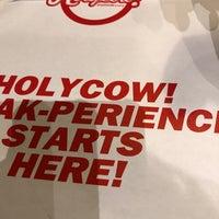 Foto tirada no(a) Holycow! Steakhouse por Toby B. em 12/25/2017