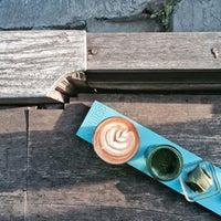 Foto scattata a Seniman Coffee Studio da Jedwind T. il 9/13/2015