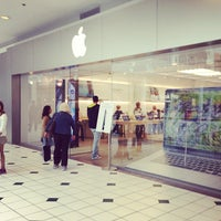 Photo taken at Apple Pentagon City by Phillip A. on 10/3/2012