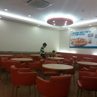 Photo taken at Domino's Pizza by Hengky H. on 5/17/2014