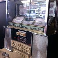 Foto tirada no(a) Helen's Grill por Jeannette M. em 5/19/2013