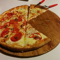 Photo taken at Solopizzas by Fernando G. on 5/11/2014