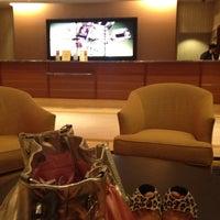 Foto diambil di Georgia Tech Hotel Club Room oleh Crystal M. pada 9/15/2012