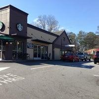 Foto tirada no(a) Starbucks por Theo F. em 2/2/2013