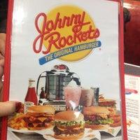 Foto tirada no(a) Johnny Rockets por Zairice M. em 9/30/2012