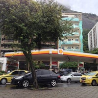 Photo taken at Auto Posto Excede (Shell) by Raphael M. on 11/25/2013